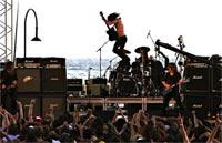 Hoodoo Gurus & Operator headline the St Kilda Festival